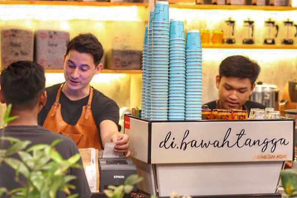 Coffee Shop Milik Artis